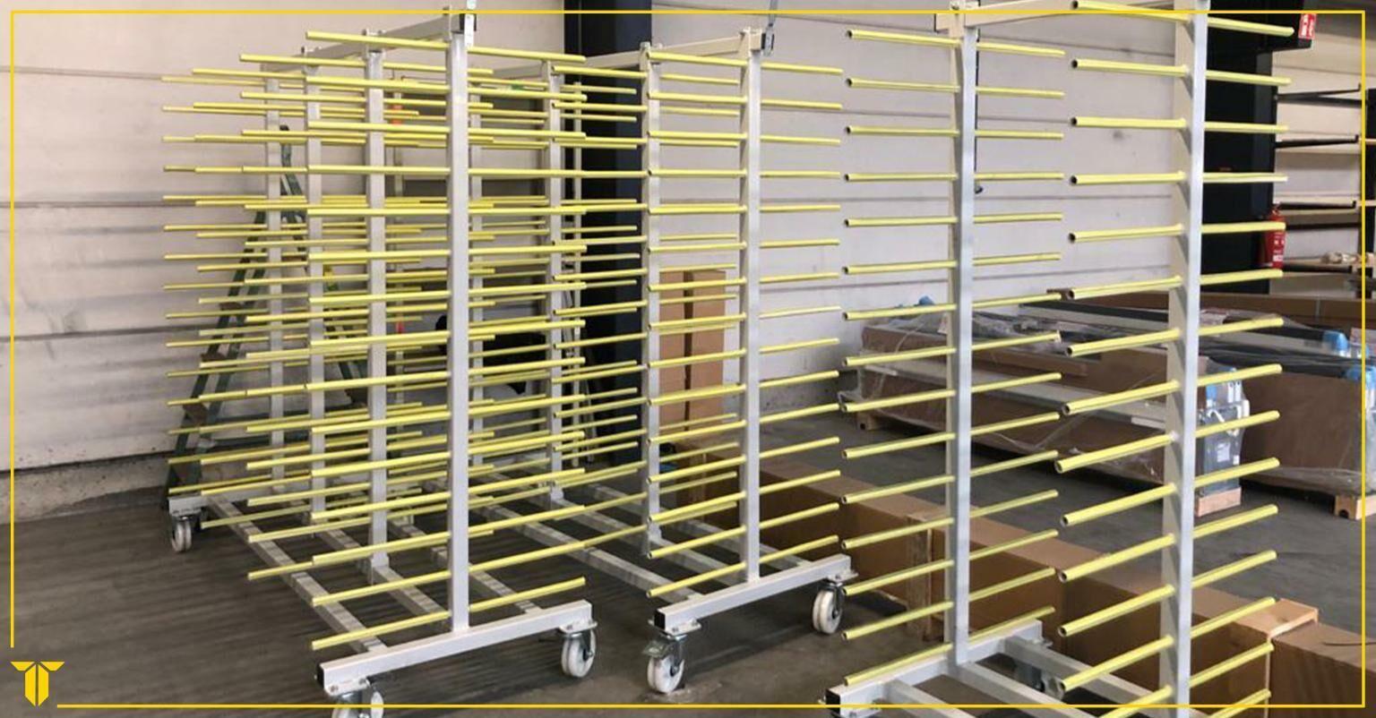 Levering van transportkarren voor aluminium profielen bij onze klant Soprofen Belgium