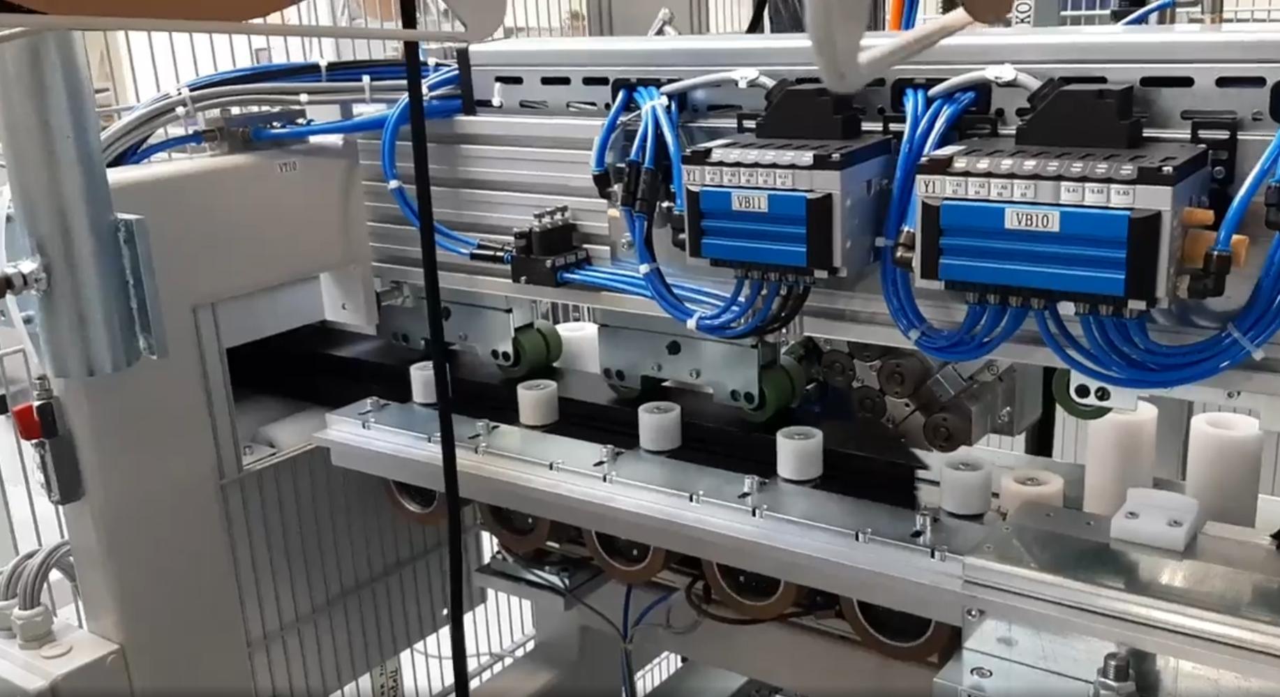 Inrolmachine voor dichtingen bij Soete Aluminium