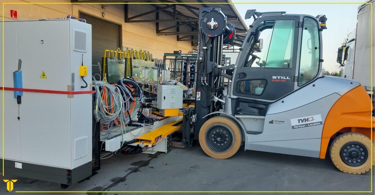 Levering en installatie van een nieuwe CNC gestuurde 4-kops hoekenpers